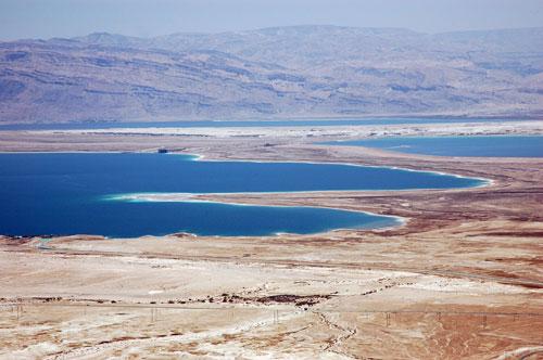 Nachádza sa tu aj najväčšia preliačina - mŕtve more